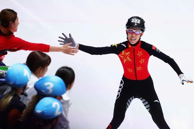 中国短道速滑女子接力拿下赛季首金 男队摘铜