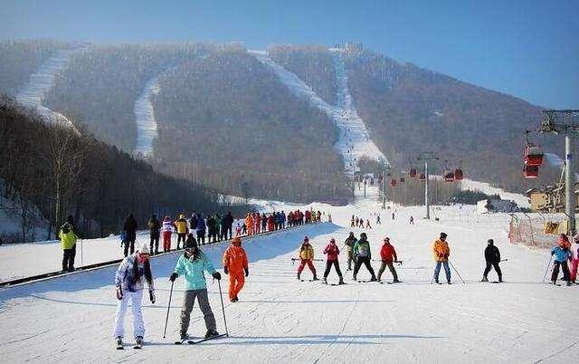 冰雪产业滚雪球 参与人群不断壮大 建设投资逐年增长