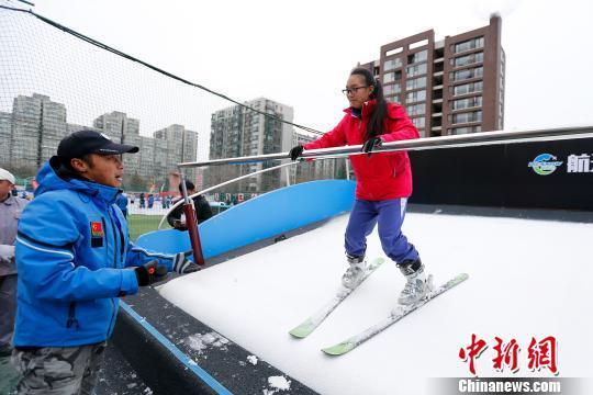 北京52所冰雪特色校将迎首考 冬奥教育走进中小学