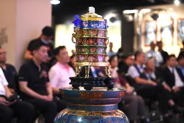 北京冬奥会特许商品《冬奥五环珐琅尊》发布会在京举行