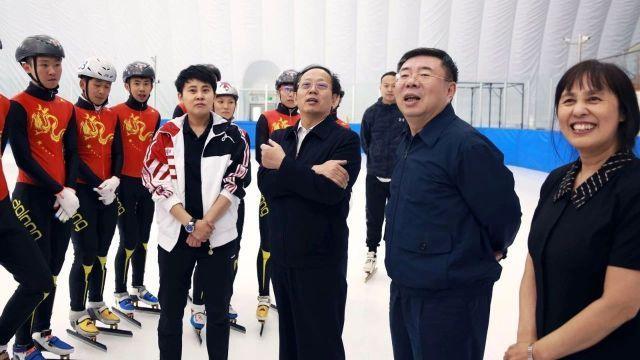 """王濛""""升帐点兵"""" 速度滑冰国家集训队北京开练"""