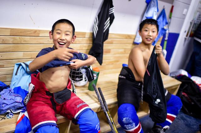 冰雪进校园:为冰球少年筑梦