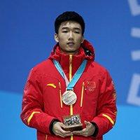 突破!速度滑冰500米中国小将高亭宇摘铜
