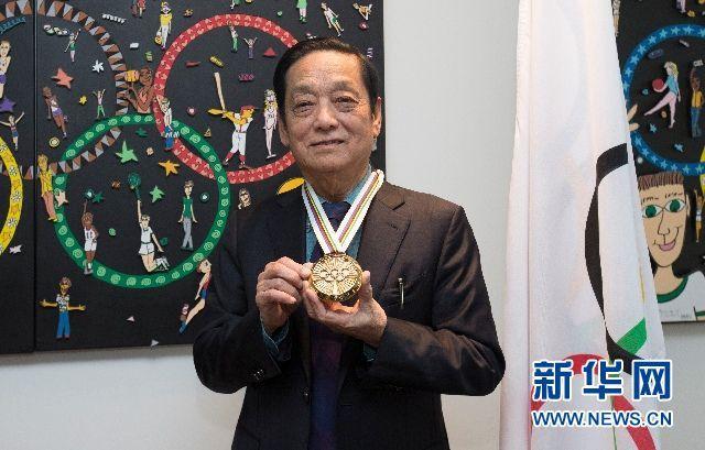 """中国艺术家韩美林获颁国际奥委会""""顾拜旦奖章"""""""