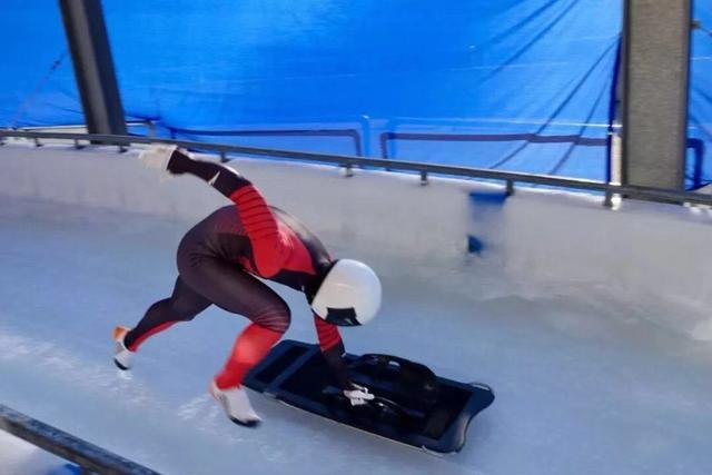 中国钢架雪车国际赛场首获金牌