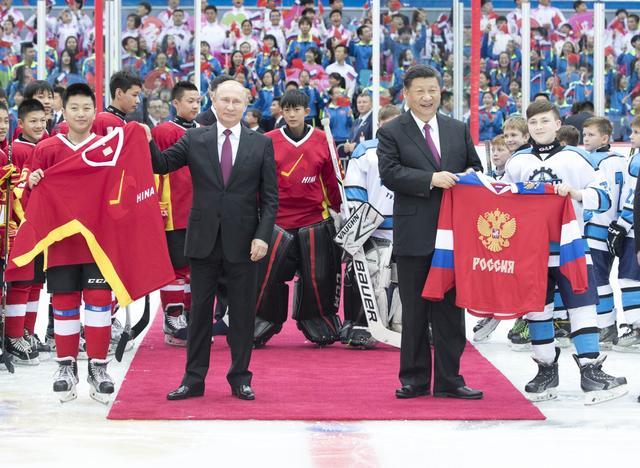 中俄元首观看青少年冰球赛引起冰球界人士热烈反响