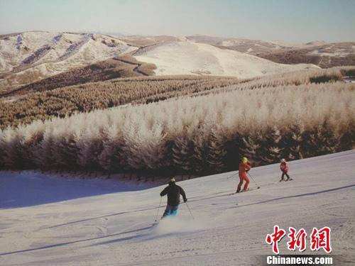 """冬奥会催热冰雪旅游 冰天雪地向""""金山银山""""转化"""