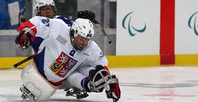 冬残奥会项目-冰橇冰球
