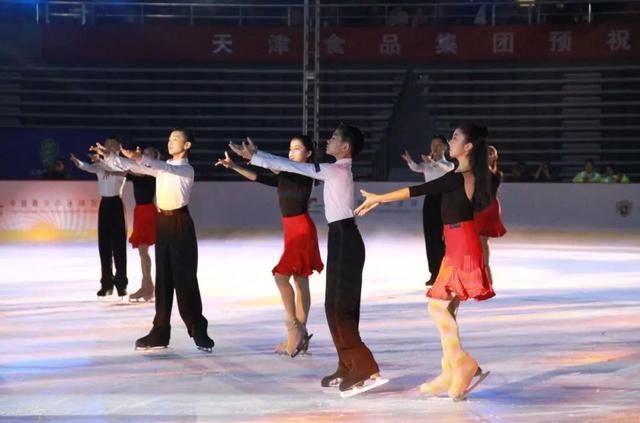 迎冬奥 上冰雪 中国花滑队点燃天津热情