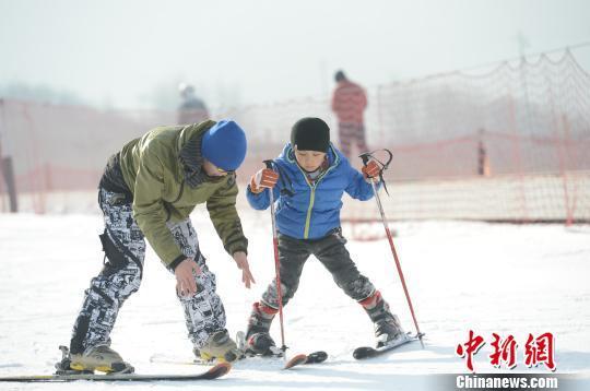 全国政协委员王艳霞:为学生提供半价滑雪票普及冰雪运动