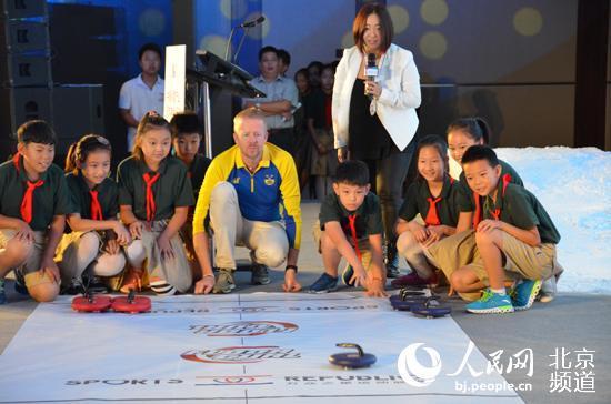 北京延庆中小学生体验冬奥冰雪运动项目