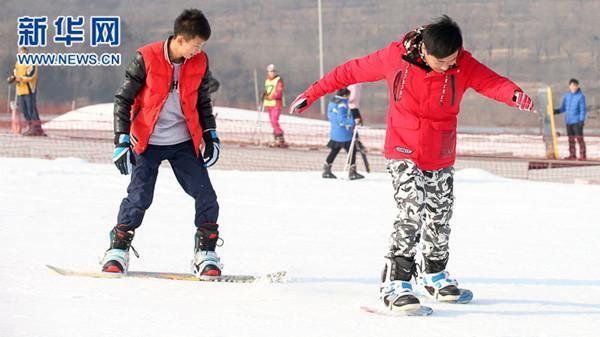 开拓冰雪运动产业新蓝海