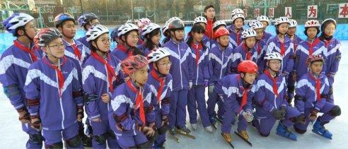 青少年冰球队——校园里的冰球小将