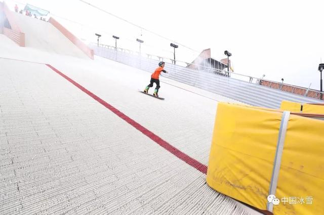 """单板滑雪队夏训有""""妙招"""""""