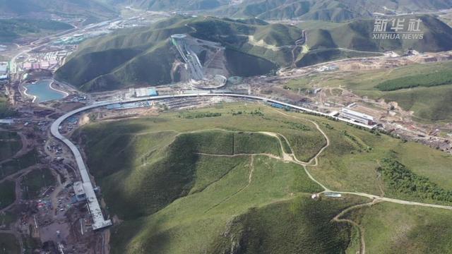 张家口赛区:国家冬季两项中心和国家越野滑雪中心完工