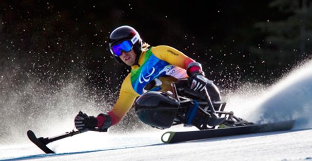 冬残奥会项目-高山滑雪