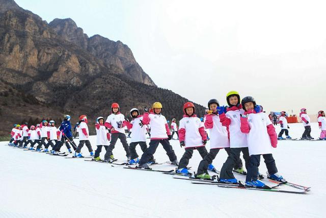2018世界雪日暨国际儿童滑雪节在延庆开幕