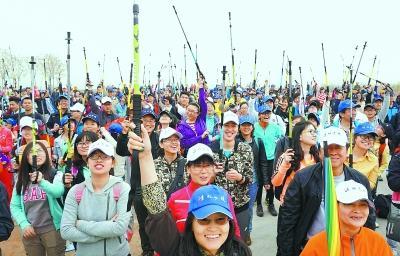 3000人徒步凤凰岭助力冬奥会