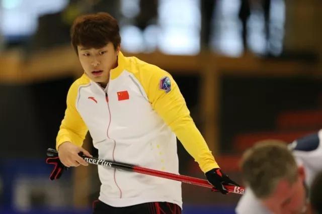 冰壶混双世锦赛中国组合开门红