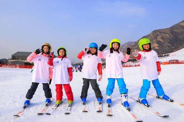 为进入冬奥人才储备库 ,冰雪专业学生开始实习指导小朋友