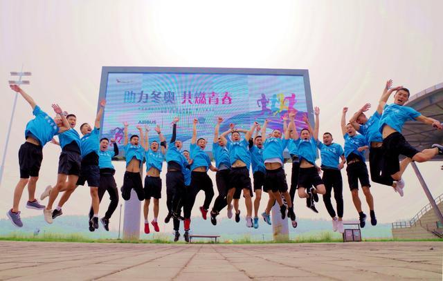 """北京顺义奥林匹克运动会水上公园举行""""助力冬奥,共燃青春""""马拉松暨健步走运动会"""