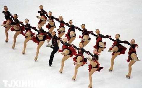 集体项目队列滑或书写中国花样滑冰新篇