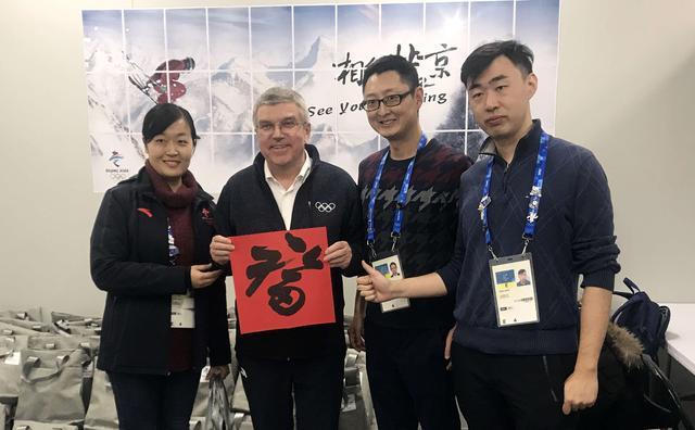 国际奥委会主席巴赫到访北京冬奥组委媒体工作间