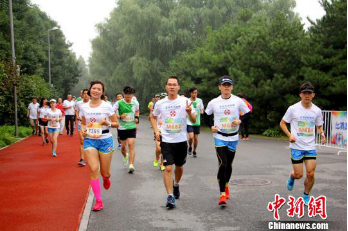 跑向2022冬奥会 第三十届公园半程马拉松北京开跑