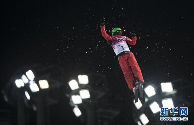 空中技巧国家队展开雪上训练 拼搏精神队内传承