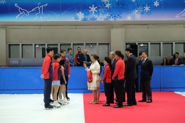 英国安妮公主观摩中国花滑队备战 隋文静:平昌冬奥目标金牌