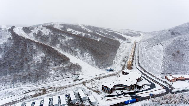 国际雪联官员和外方专家到张家口赛区进行实地考察