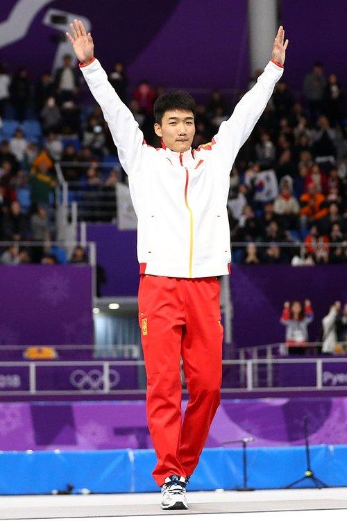 Gao Tingyu devient le premier athlète masculin chinois à décrocher une médaille olympique en patinage de vitesse.