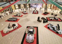 引人围观的迪拜豪车成群结队