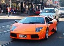 黑橙两台兰博基尼蝙蝠经典同现街头