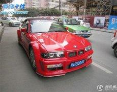 成都追拍鲜红的改装宝马M GT