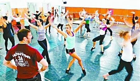 《水色》联合排练 外籍演员:舞蹈是共同语言