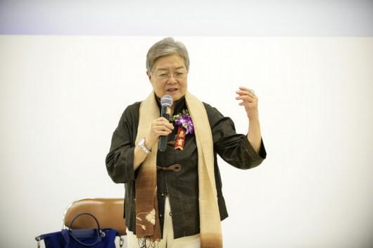 走出边缘—中国女性艺术发展研究文献展北京开幕