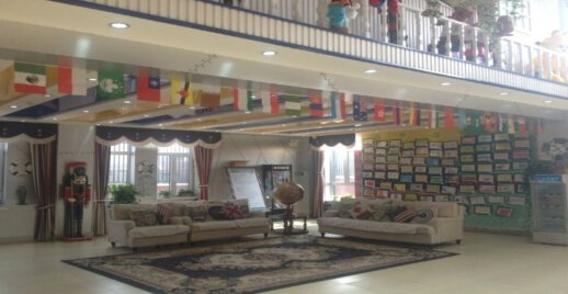 精心布置的幼儿园大厅