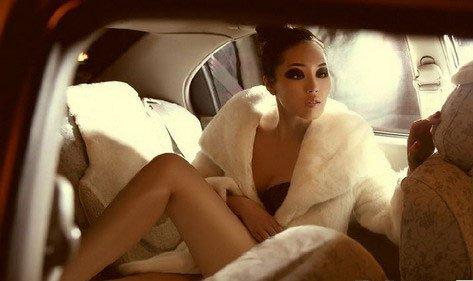 只爱香车与皮草的性感美女