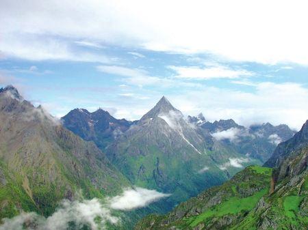 四姑娘山一登山者失踪续:登山向导岩壁坠下