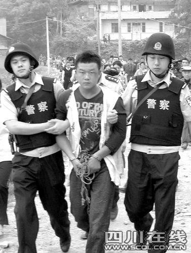 遂宁男子偷鸡遭撵持刀杀人 一月5次持枪抢劫_