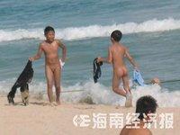 外国少女公然在沂蒙老区享受天体浴组图