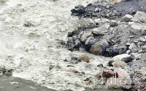 汉源崩塌山体确定三处危岩体 将进行分批爆破