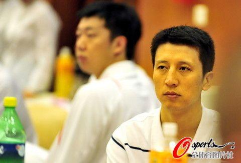 中国男篮出席斯杯晚宴 郭士强表情凝重