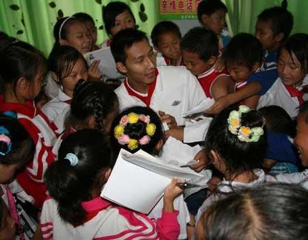 体育:易建联27日到访达州宣汉县希望小学_组图第十小学珠海市一香洲区图片
