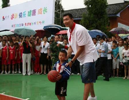 组图:易建联27小学访达州宣汉县希望日到_体育电脑入门小学生图片