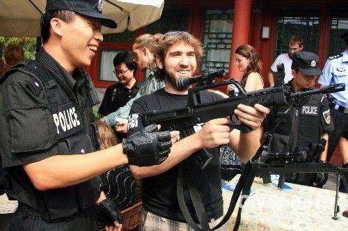 我是一名女生,想考中国刑事警察学院,给点建议.谢谢各位