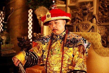 张铁林饰 乾隆帝; 网友吐槽:皇上怎么老喝红枣莲子羹?图片
