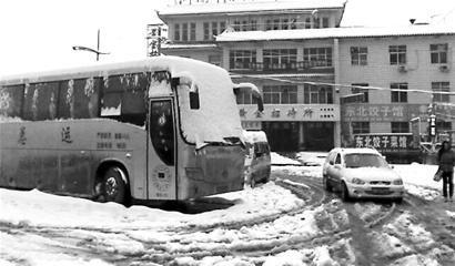 罕见暴雪影响 成都发往北方8条跨省客车停运高清图片