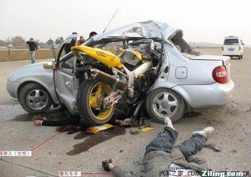 组图:骑摩托车的撞死了开汽车的